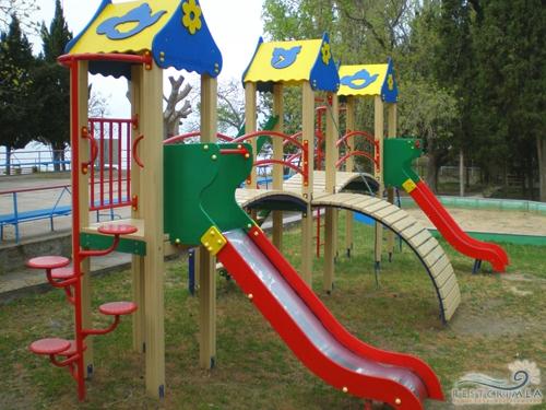Оздоровительный комплекс Семидворье: детская площадка