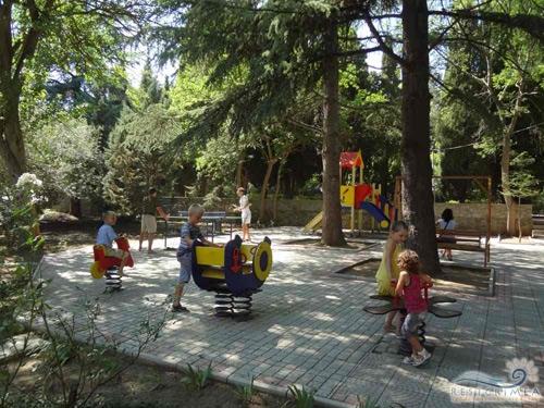 Санаторий Алушта: детская площадка