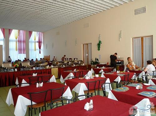 Санаторий Горный: столовая (бордовый зал)